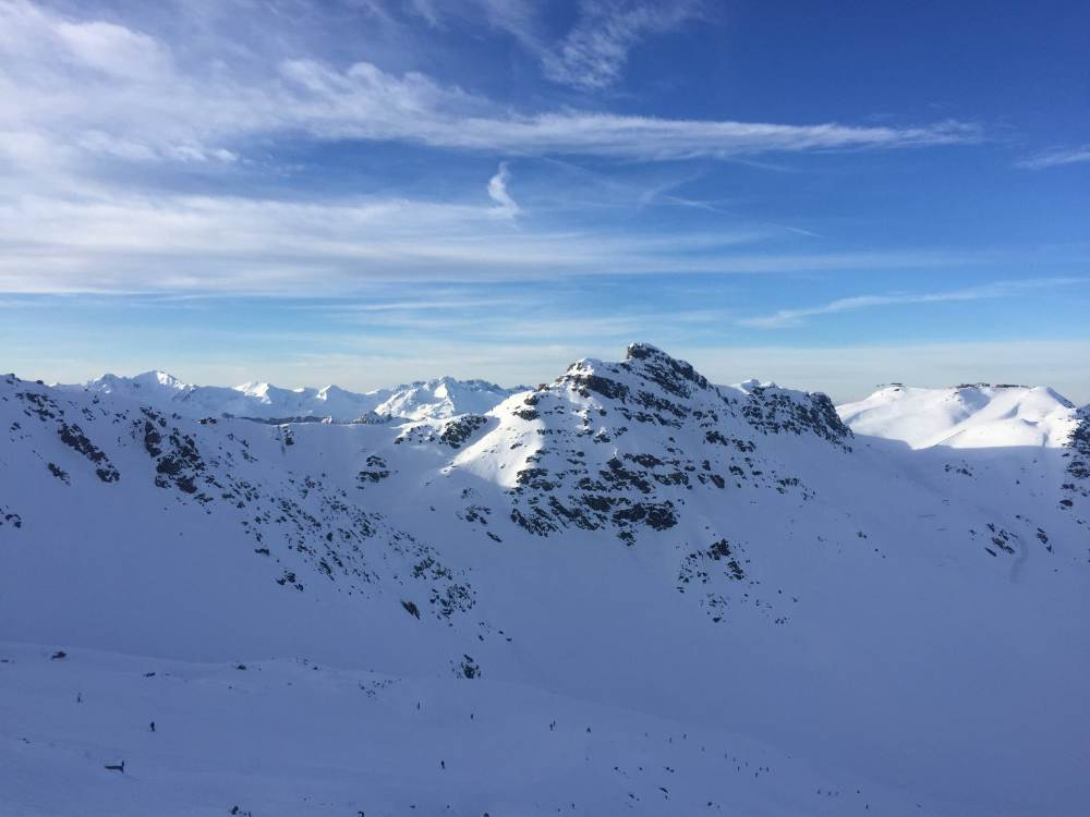 la montagne enneigée.jpg