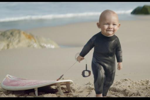 bebe surfeur